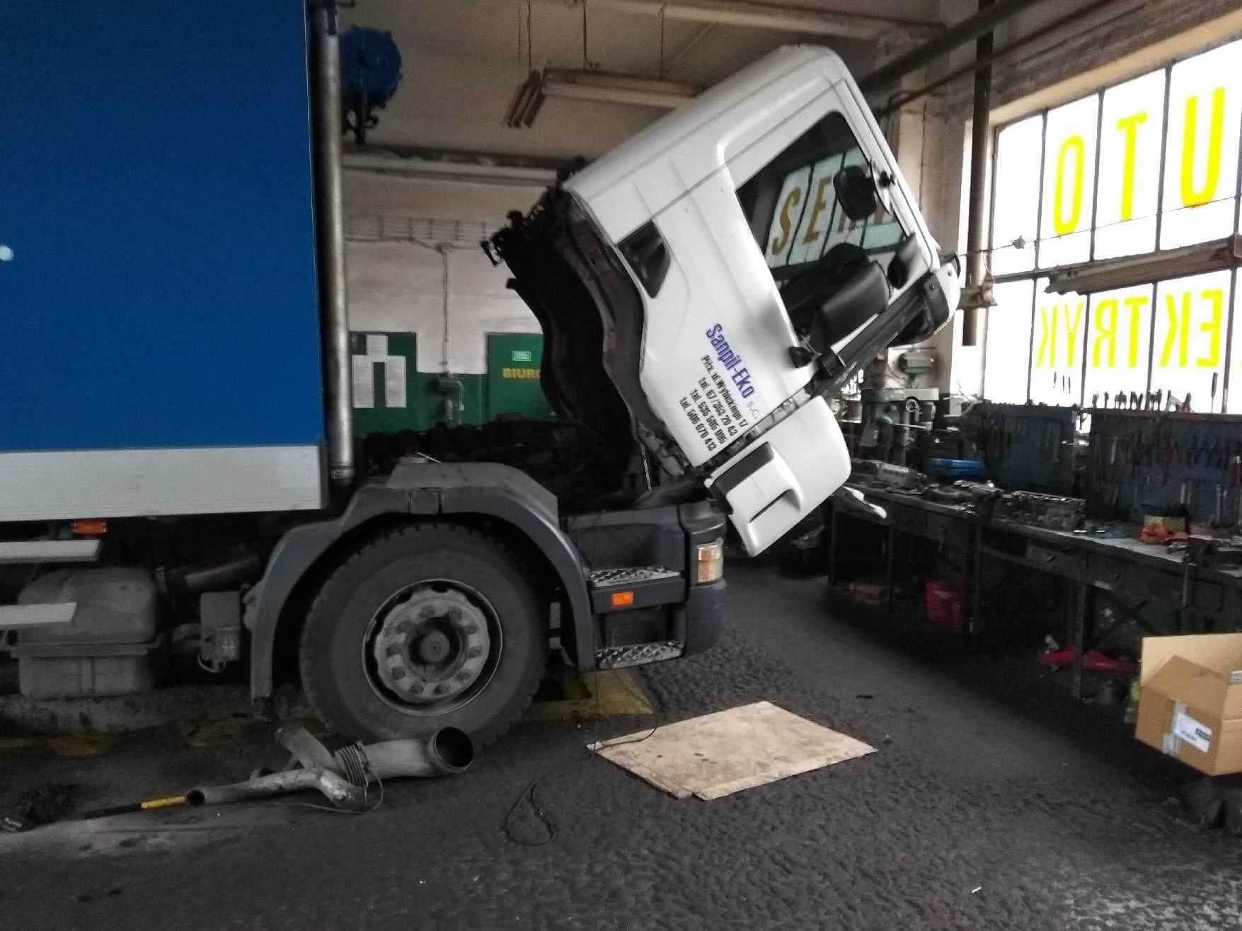 Naprawa silnika ciężarówki