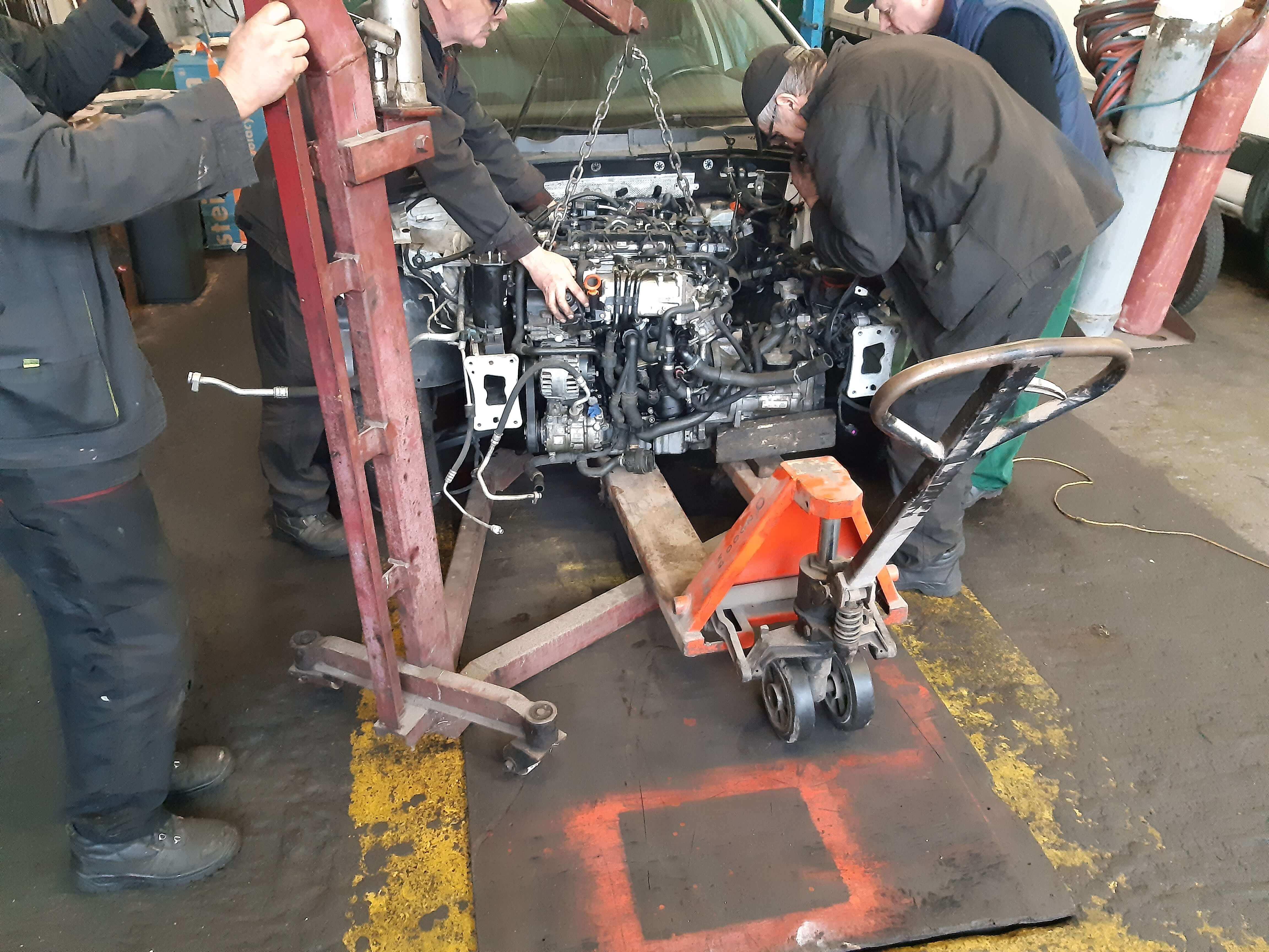 Wstawianie silnika